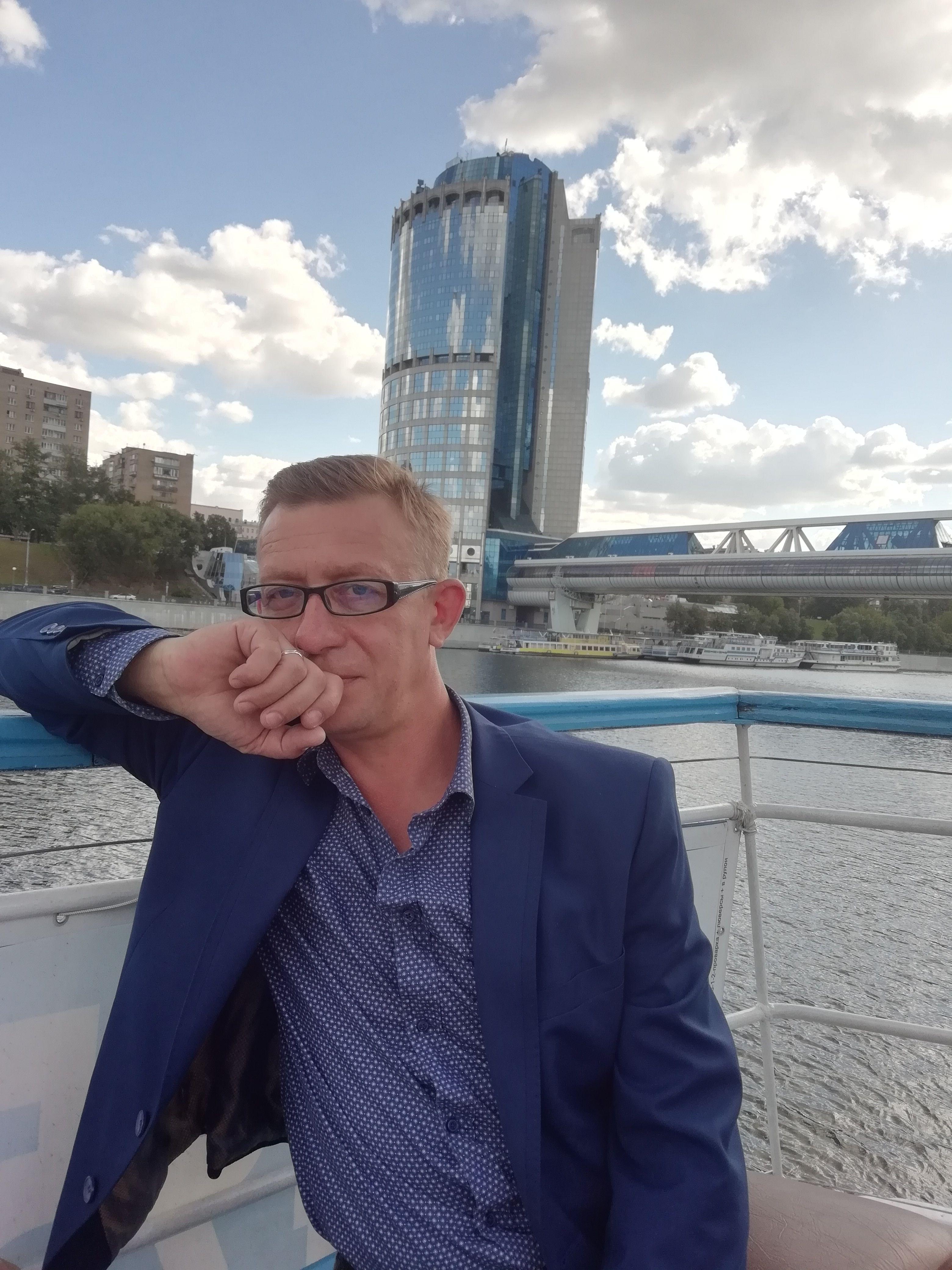 Дмитрий Хомутников