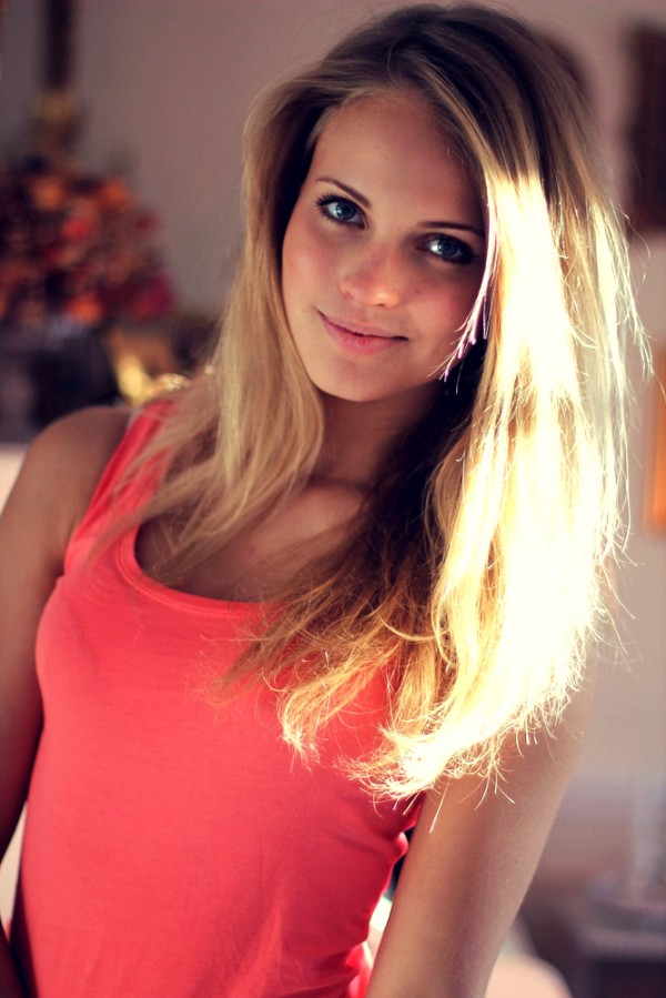 скромная красивая девочка